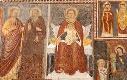 玛丹娜贝加莫- Giottesque中世纪壁画从14。分的。在大教堂二圣玛丽亚Maggiore 免版税库存照片