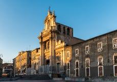 玛丹娜del Carmine教会在一个晴朗的下午期间的卡塔尼亚 免版税库存照片
