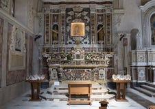 玛丹娜della Bruna在马泰拉大教堂里,意大利的法坛 免版税库存照片