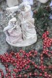 玛丽、约瑟夫和耶稣陶瓷诞生场面 免版税库存图片