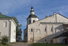 玛丽亚的介绍教会寺庙的有餐厅房间的在Kirillo-Belozersky修道院里 免版税库存照片