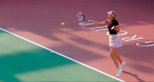 玛丽亚・莎拉波娃正手击球回归 库存照片