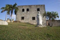 玛丽亚de托莱多 Plaza从Alcazar de Colon (帕拉西奥de地亚哥Colon)的de西班牙 多明戈santo 多米尼加共和国 免版税图库摄影