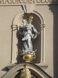 玛丽和小耶稣雕象  免版税图库摄影