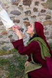 玛丽在复活节天认可耶稣 库存图片