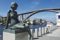 玛丽莲・梦露雕塑的外部在海于格松,挪威 免版税库存照片