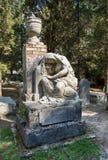 玛丽雕塑一个坟茔的在古老英国的科孚 免版税库存照片