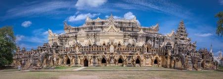 玛哈Aungmye Bonzan修道院,阿瓦古城,曼德勒状态,缅甸全景  免版税库存图片
