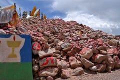 玛尼石头在青海囊谦  免版税库存图片