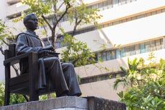 玛希顿Adulyadej Memorial王子雕象的纪念碑在Siriraj医院的在曼谷,泰国 免版税库存照片