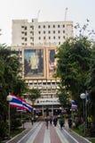 玛希顿Adulyadej Memorial王子雕象的纪念碑在Siriraj医院的在曼谷,泰国 免版税图库摄影