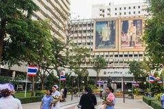玛希顿Adulyadej Memorial王子雕象的纪念碑在Siriraj医院的在曼谷,泰国 库存照片