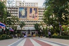玛希顿Adulyadej Memorial王子雕象的纪念碑在Siriraj医院的在曼谷,泰国 库存图片