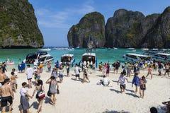 玛雅人海湾的游人 海岛Ko发埃发埃Le,甲米府,泰国 库存照片