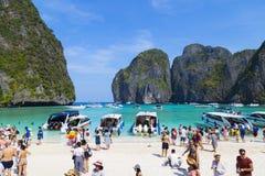 玛雅人海湾的游人 海岛Ko披披岛Le,甲米府,泰国 库存照片