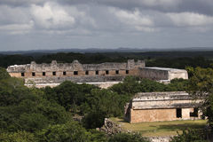 玛雅人uxmal墨西哥的寺庙 免版税库存照片