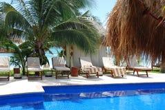 玛雅游泳池边里维埃拉 库存图片