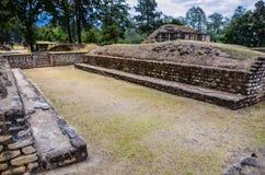 玛雅球法院- Iximche国家历史文物-危地马拉 免版税库存图片
