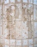 玛雅神复制品在一个石墙雕刻了在墨西哥 免版税库存照片