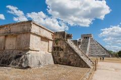 玛雅金字塔在Chitchen Itza 免版税库存图片