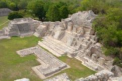 玛雅金字塔Edzna的视图。 尤加坦,坎比其, 库存图片