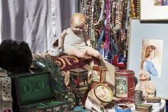 玩偶和罐子箱子 免版税库存照片