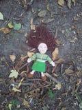 玩偶在森林里 免版税库存照片