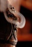 玩偶抽烟 免版税图库摄影