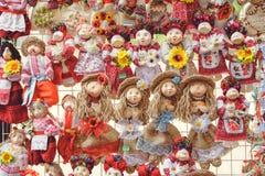 玩偶纪念品销售在乌克兰的民间服装的 库存照片