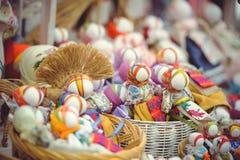 玩偶纪念品销售在乌克兰的民间服装的 免版税库存照片