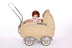 玩偶被塑造的老摇篮车 图库摄影