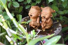 玩偶陶瓷工在庭院里 库存图片