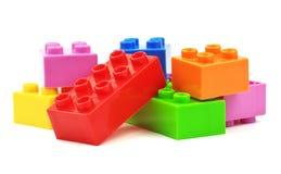 玩具五颜六色的塑料块 免版税库存照片