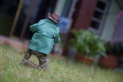 玩具人拍照片 免版税图库摄影