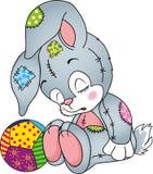 玩具兔子睡觉和一个软的球 库存图片