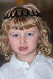 玩具冠的小男孩 库存照片