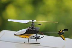 玩具单选直升机 图库摄影
