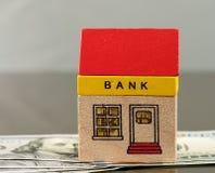 玩具在美元财产的银行大楼 库存照片