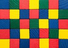 玩具块,被绘的木方形的砖,上色大厦比赛p 免版税库存照片