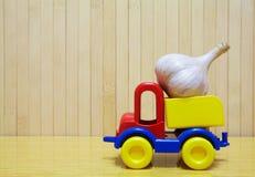 玩具塑料汽车用大蒜 库存图片