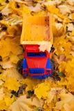 玩具户外汽车卡车秋天 免版税库存图片