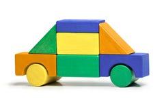 玩具汽车,孩子简单的竖锯,上色木块被隔绝 免版税库存图片
