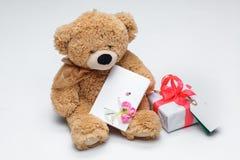 玩具熊加上红色心脏 红色上升了 免版税库存图片