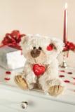 玩具熊和礼物盒 免版税库存图片