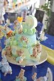 玩具熊杯形蛋糕 免版税库存照片