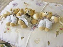 玩具熊玩具和枕头 免版税库存照片