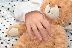 玩具熊睡眠 免版税图库摄影