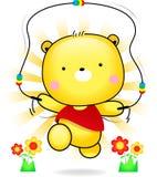 玩具熊逗人喜爱的使用的绳索在阳光下 免版税库存图片