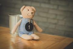 玩具熊以运载的篮子  库存图片