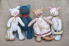 玩具猫家庭画象  免版税库存照片